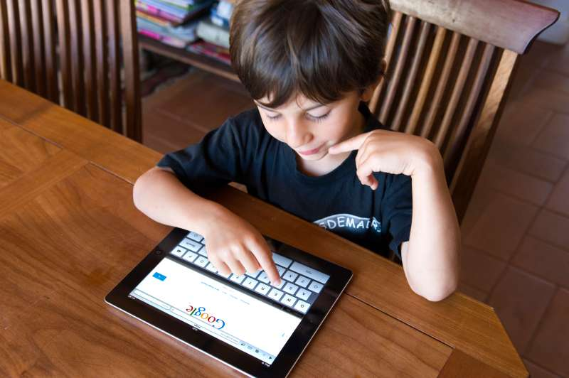 Child using Google on iPad2