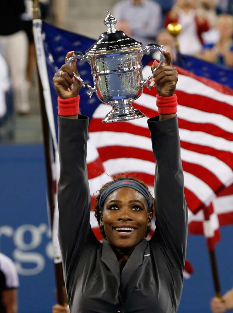 Serena Williams of the U.S. raises her trophy after defeating Victoria Azarenka of Belarus in their women's singles final match at the U.S. Open tennis championships in New York September 8, 2013.