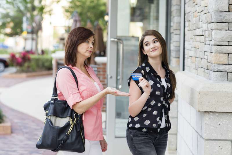 mom taking back credit card from daughter