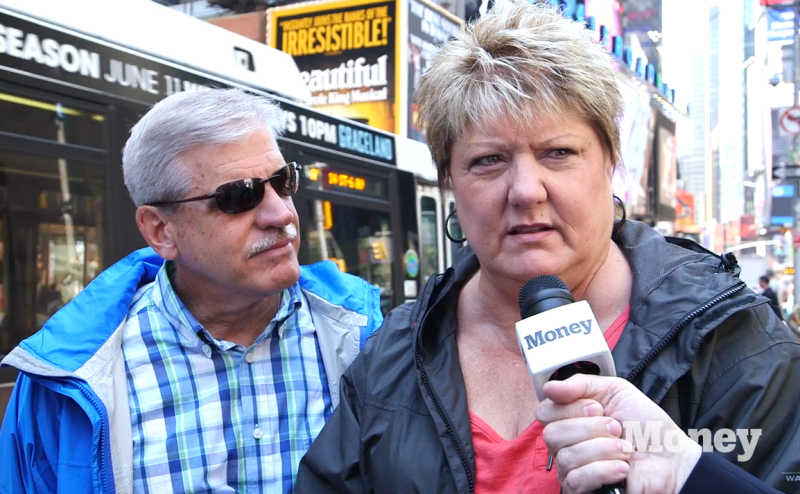 Mannes on the Street - Couples and Money in Times Square