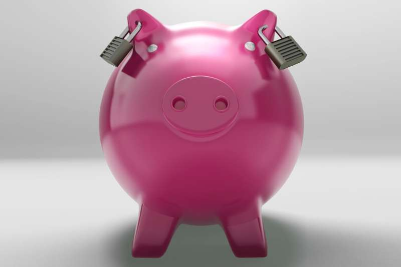piggy bank with locks for earrings