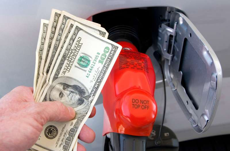 Gas nozzle and money