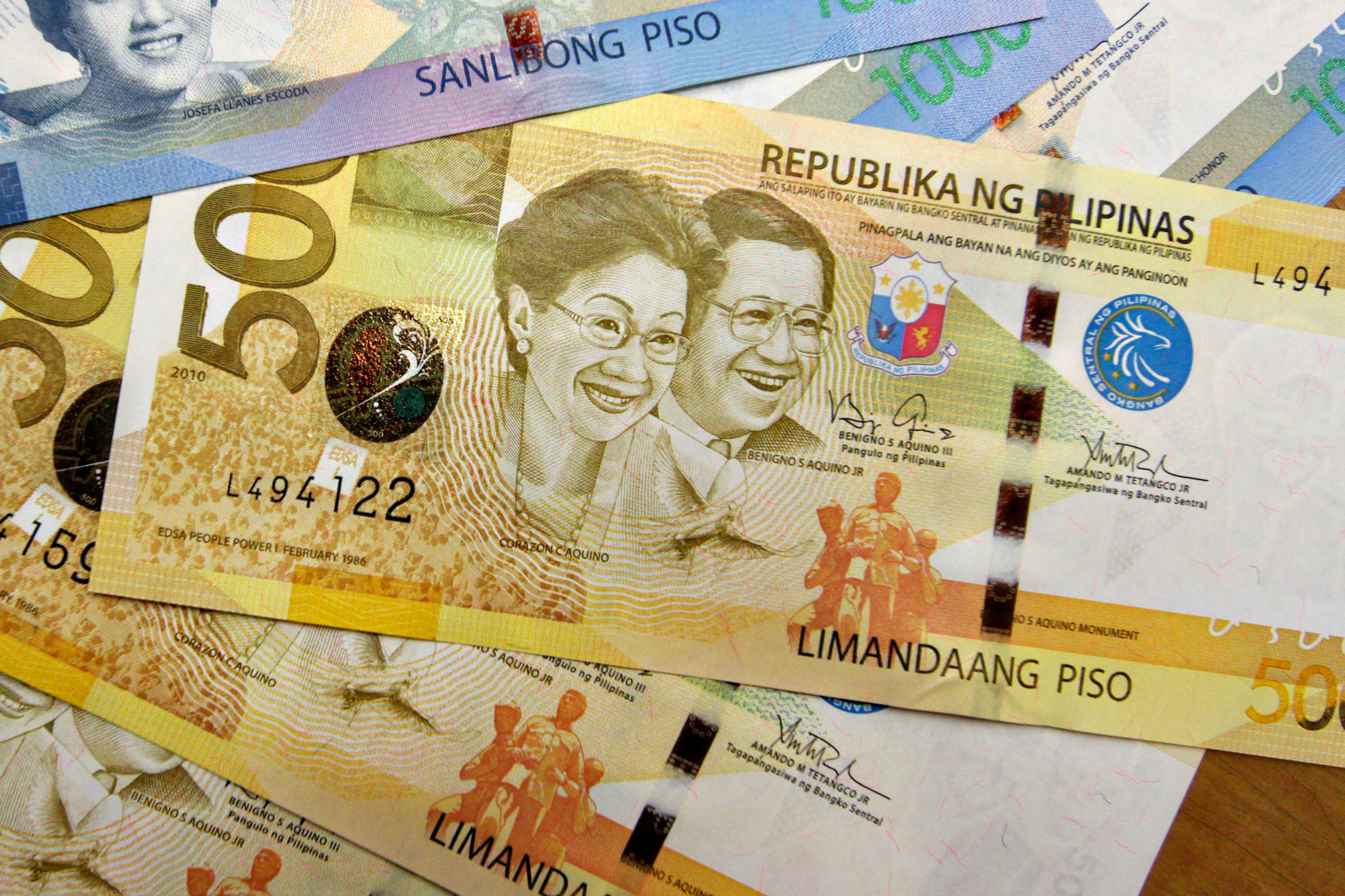 Philipine 500 and 1000 peso notes
