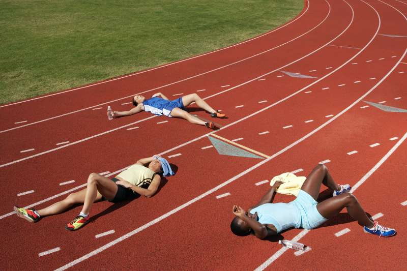 runners passed out on track