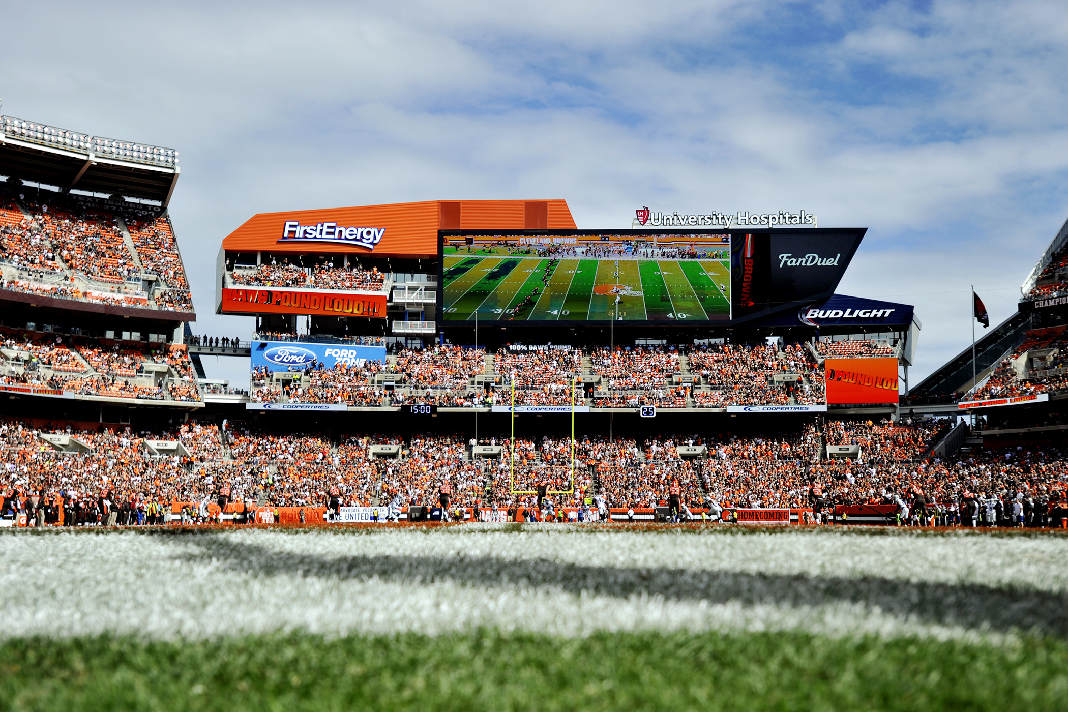A general view of the opening kickoff of a game between the Oakland Raiders and Cleveland Browns on September 27, 2015 at FirstEnergy Stadium in Cleveland, Ohio.