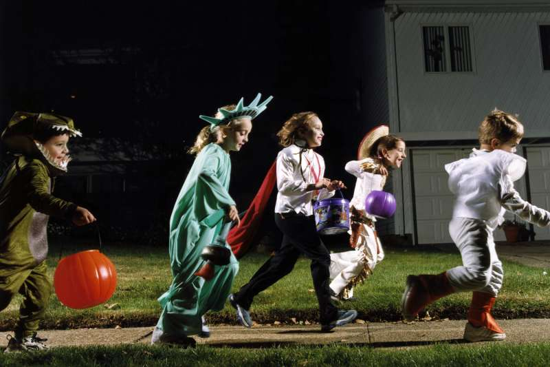 trick or treaters on halloween