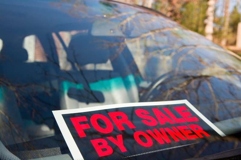 for sale by owner sign in window of car