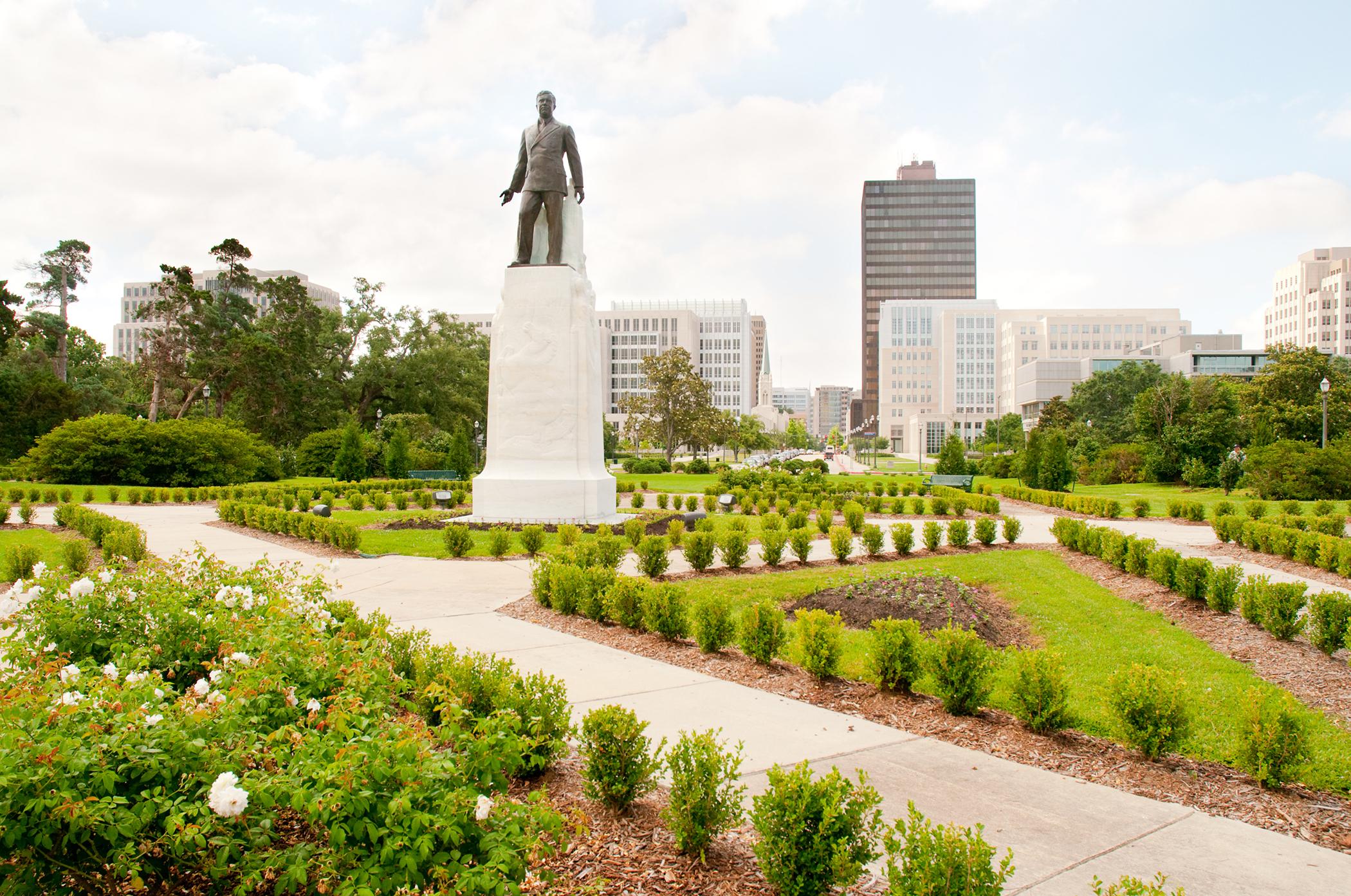 Huey Long statue and Baton Rouge skyline