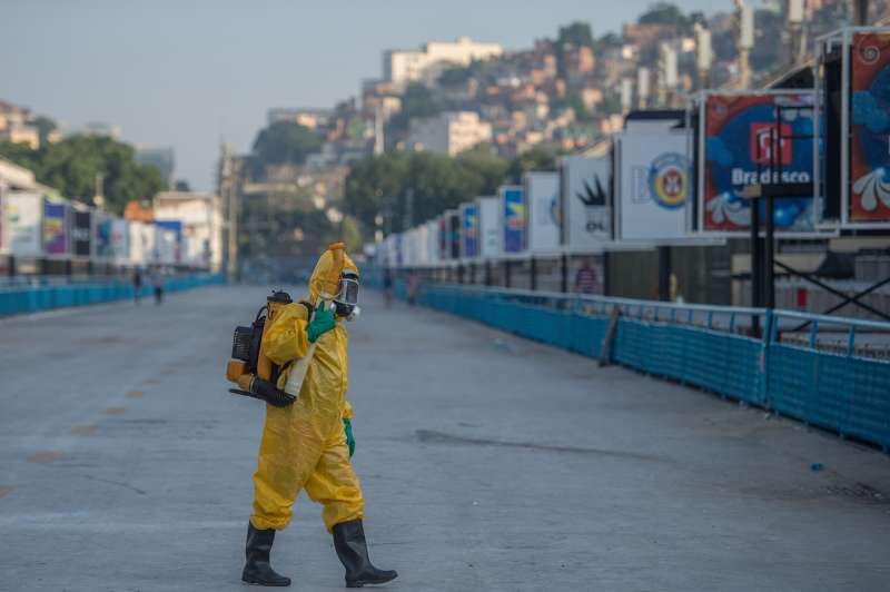 A municipal agent sprays anti Zika mosquitos chimical product at the sambadrome in Rio de Janeiro, on January 26, 2016. Brazil is mobilizing more than 200,000 troops to go  house to house  in the battle against Zika-carrying mosquitoes, blamed for causing horrific birth defects in a major regional health scare, a report said Monday.