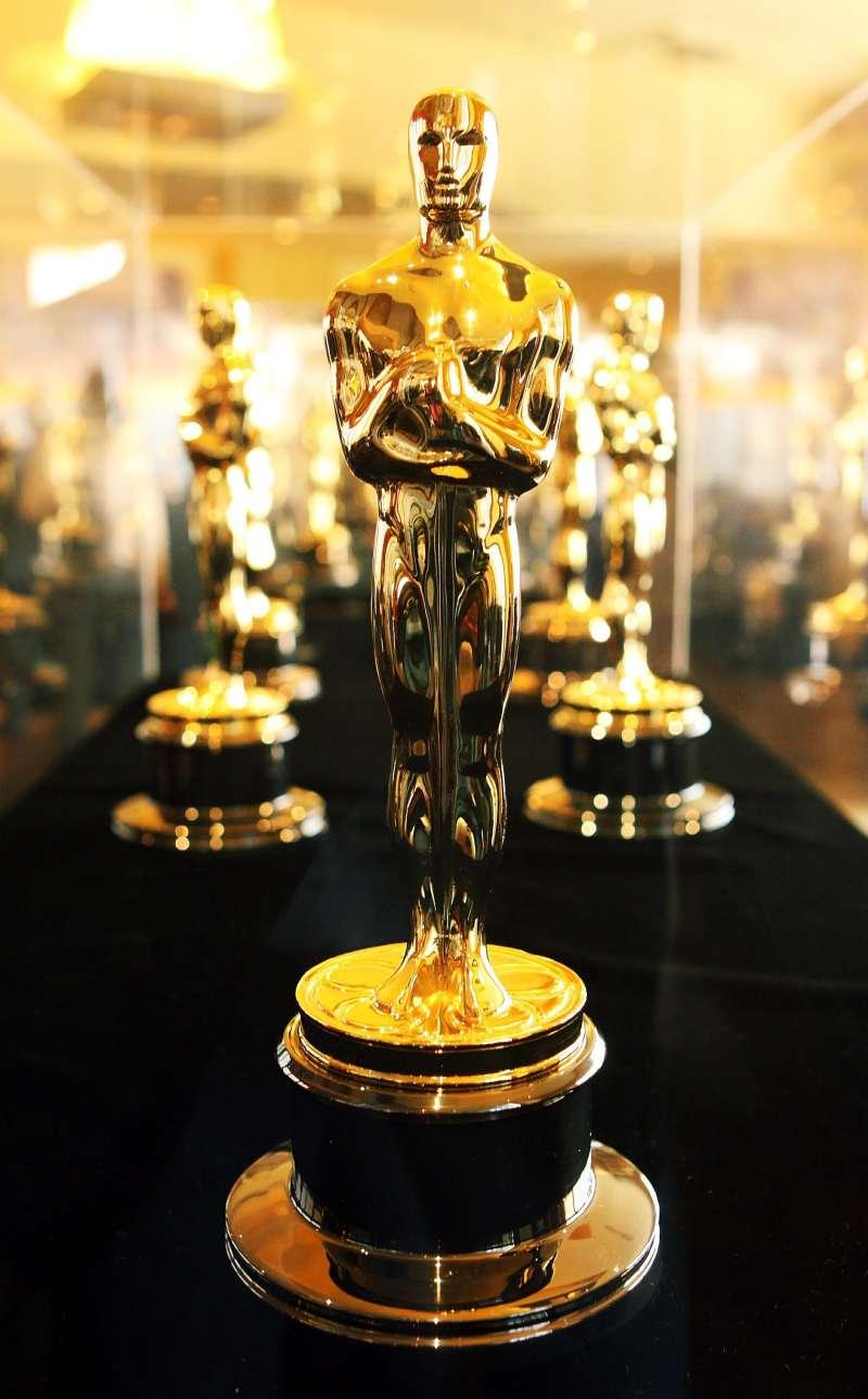 oscar award statues