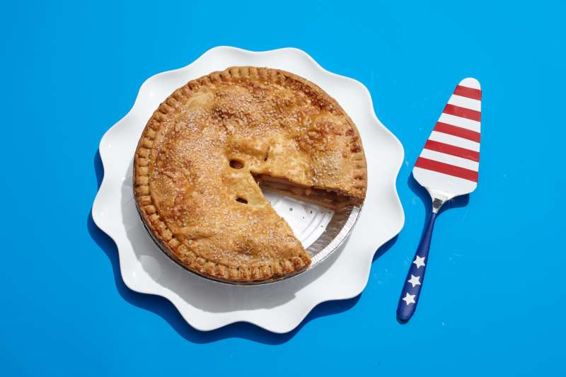 apple pie with American Flag pie slicer
