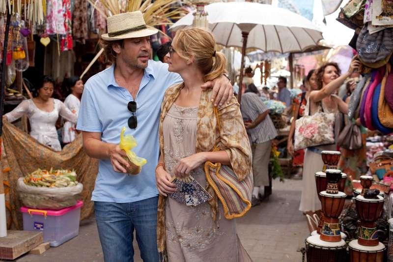 """Javier Bardem as """"Felipe"""" and Julia Roberts as """"Elizabeth Gilbert"""" in EAT PRAY LOVE"""