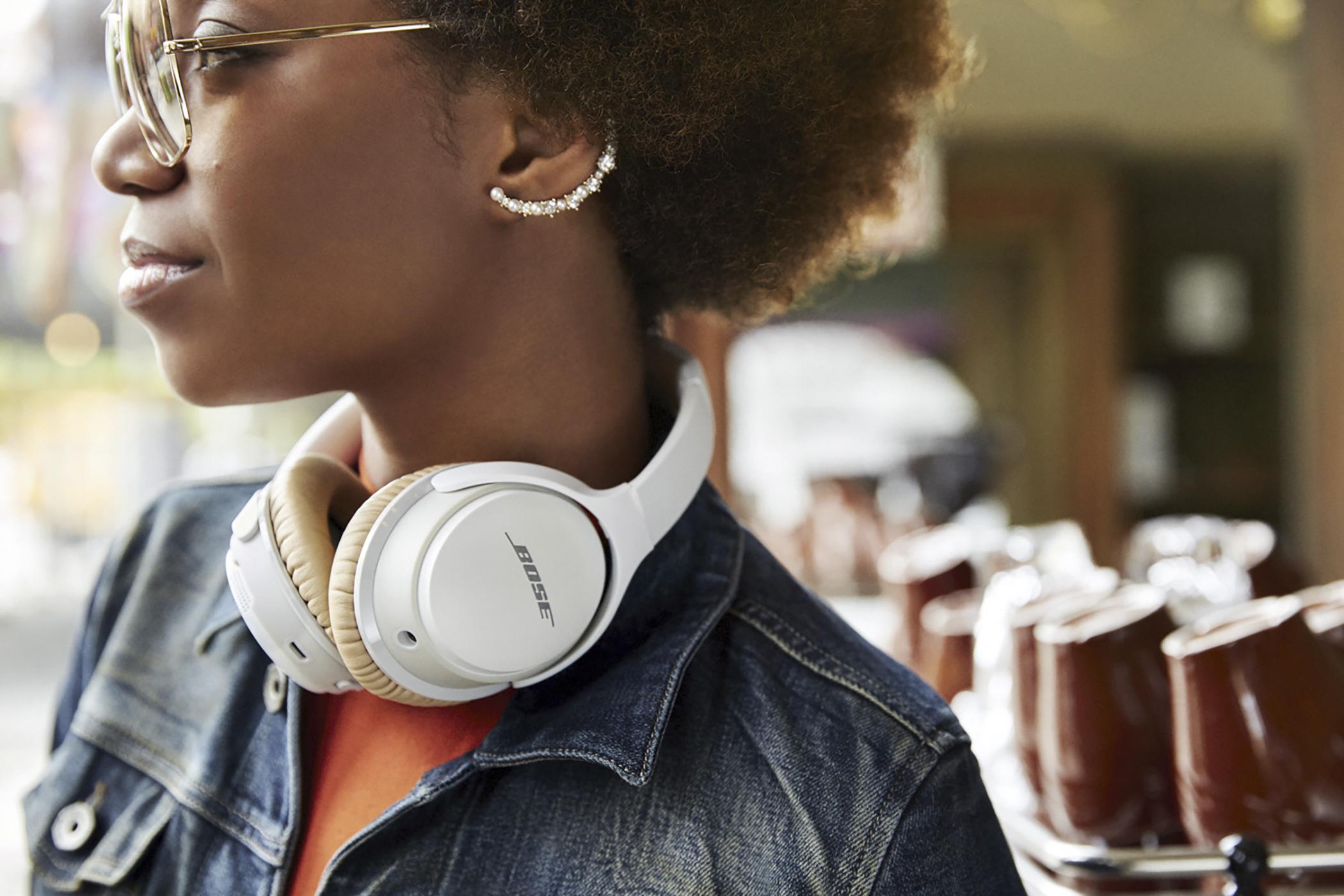 160511_COLL_GradGuide_Headphones2
