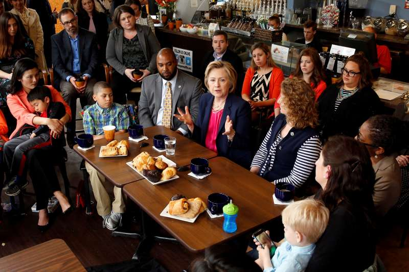 160511_FF_ClintDemocratic presidential candidate Hillary Clinton holds a discussion with women and families on work-life balance and family issues during a visit to a cafe in Stone Ridge in Loudon County, Virginia May 9, 2016.