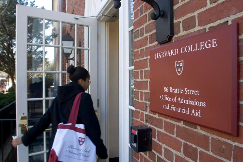 Harvard College senior Tiffanye Threadcraft enters the Office of Admissions in Cambridge, Massachusetts, Thursday, March 29, 2007.