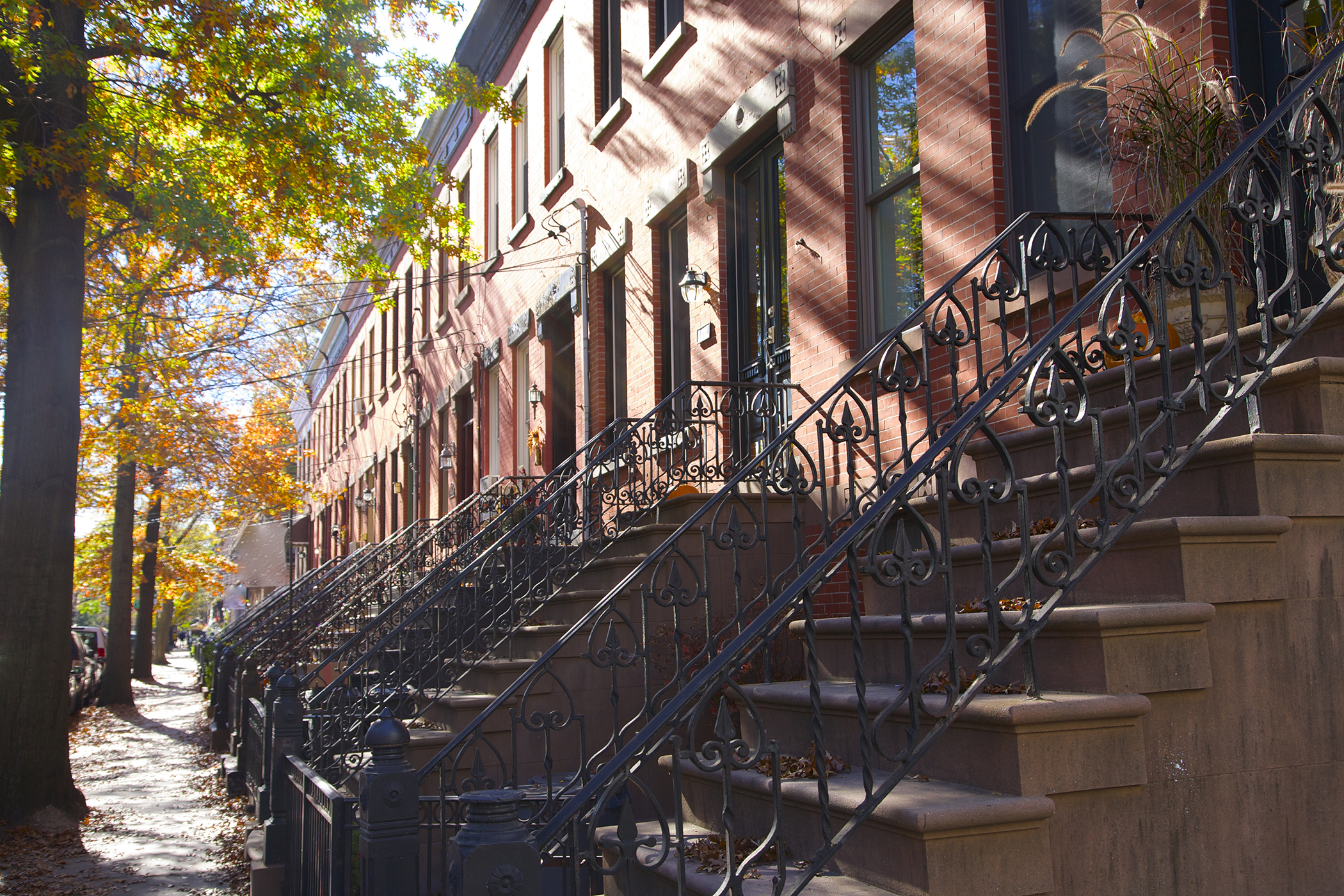 8. Hoboken, New Jersey: This New York City neighbor has a median household income of $122,873 and streets lined with stately brick townhouses.