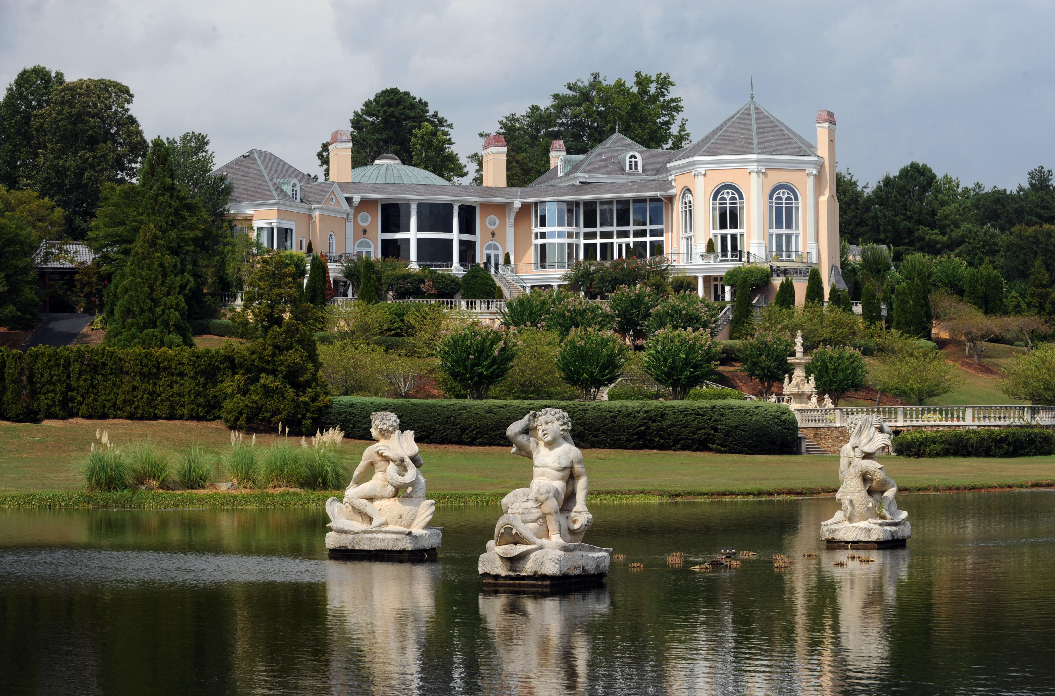 10. Johns Creek, Georgia: Along with a median income of $109,132, Johns Creek is known for the Dean Gardens estate. Once owned by actor  Tyler Perry, it is now in the hands of a developer.
