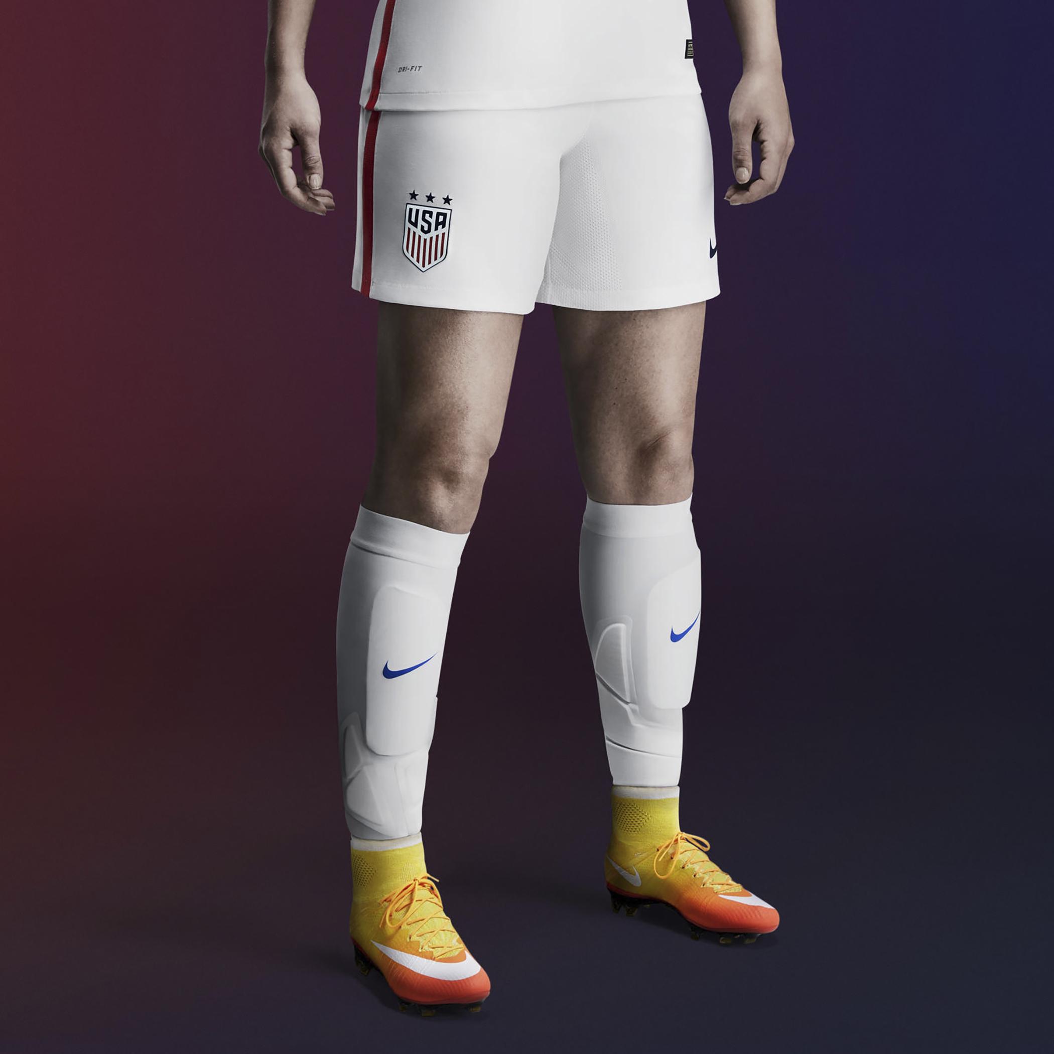 160915_GAL_Plastic_Nike