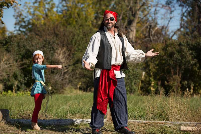 father in pirate costume