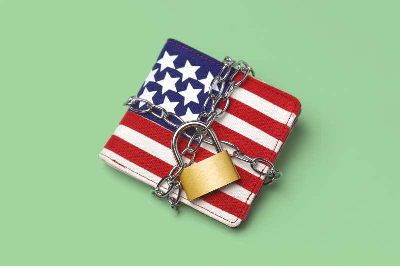 161017_EM_AmericansSpendingLess