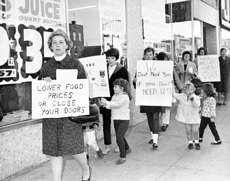 Kim Killen walked in consumer boycott to demand lower food prices, October 28, 1966.