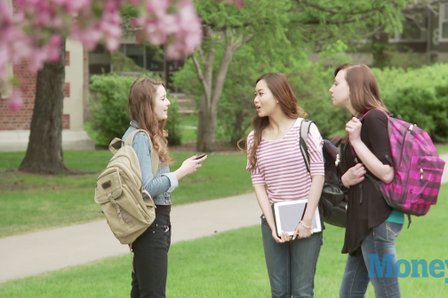 College Tour Guides Share Tips on How to Take a College Tour
