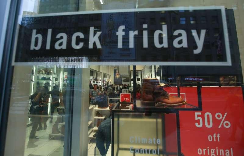 Black Friday kicks off in U.S.