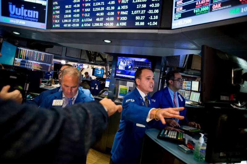 Traders work on the floor of the New York Stock Exchange (NYSE) in New York, U.S., on Wednesday, Nov. 9, 2016. U.S. stocks fluctuated in volatile trading in the aftermath of Donald Trump's surprise presidential election win, as speculation the Republican will pursue business-friendly policies offset some of the broader uncertainty surrounding his ascent.