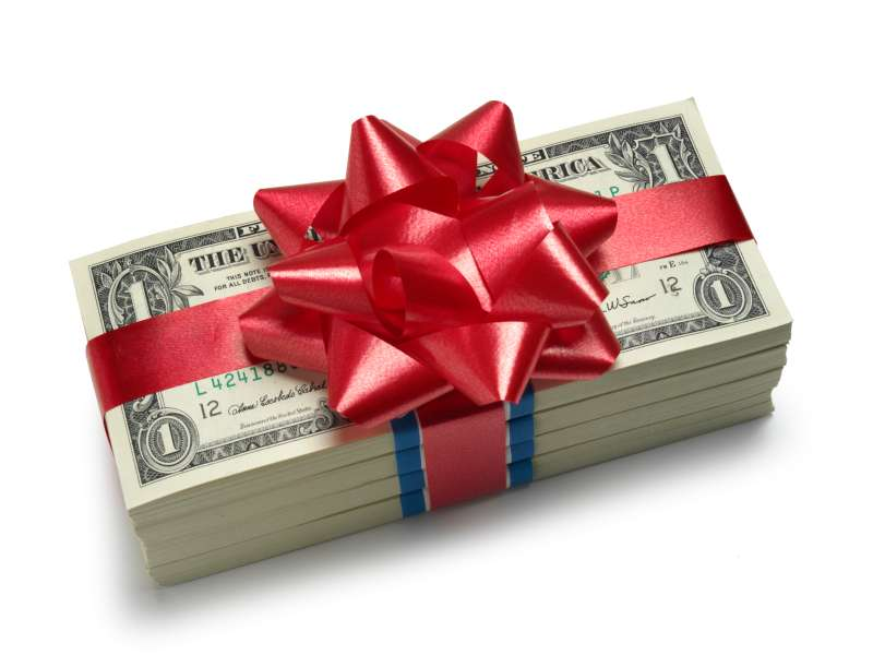 Investment banking associates take home $100,000 in annual bonus pay.
