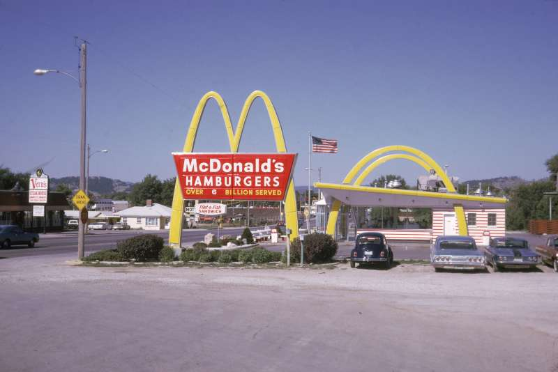 The Founder tells the story of the relationship between Ray Kroc and McDonald's original founders.