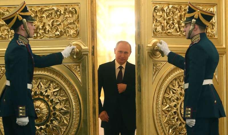 Putin Entering Kremlin Palace