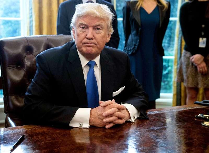 Trump signs Keystone XL pipeline executive orders