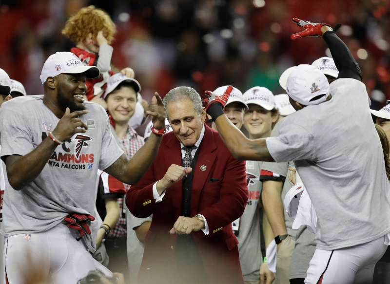 tlanta Falcons owner Arthur Blank dances with players after the NFL football NFC championship game