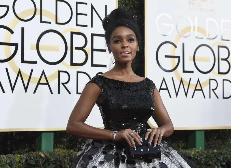 NBC's  74th Annual Golden Globe Awards  - Arrivals