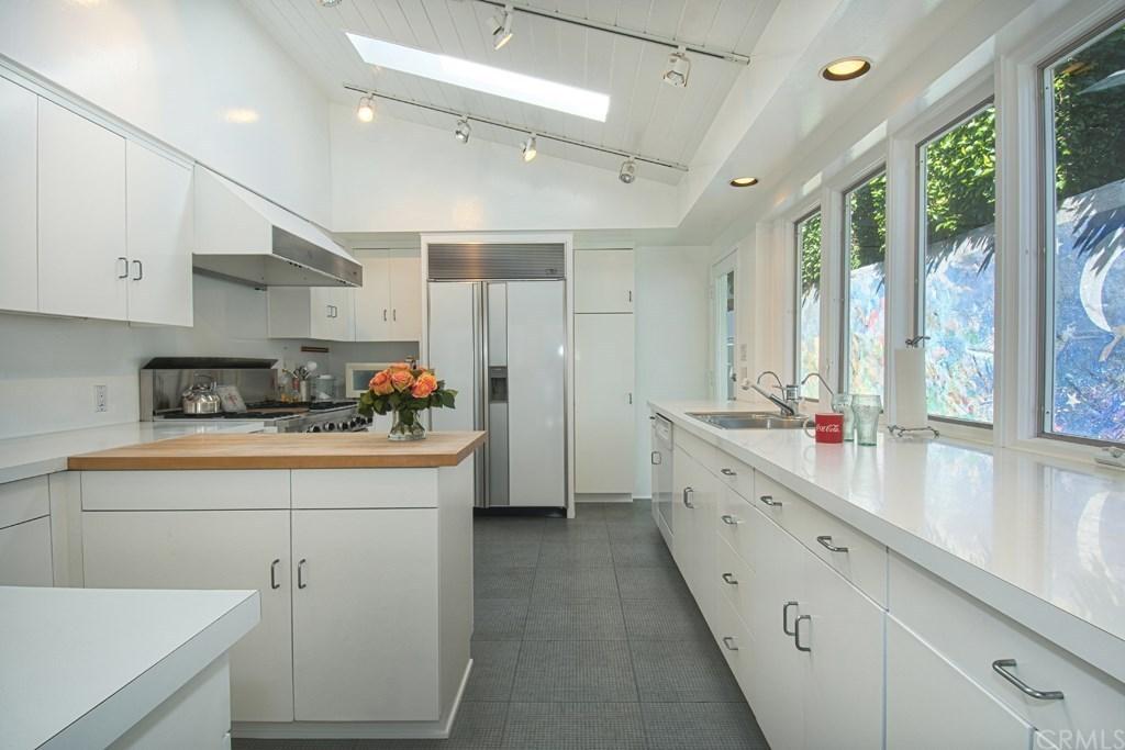 Warren BUffett Laguna Beach Kitchen