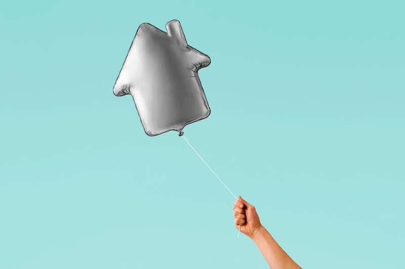house-shaped balloon