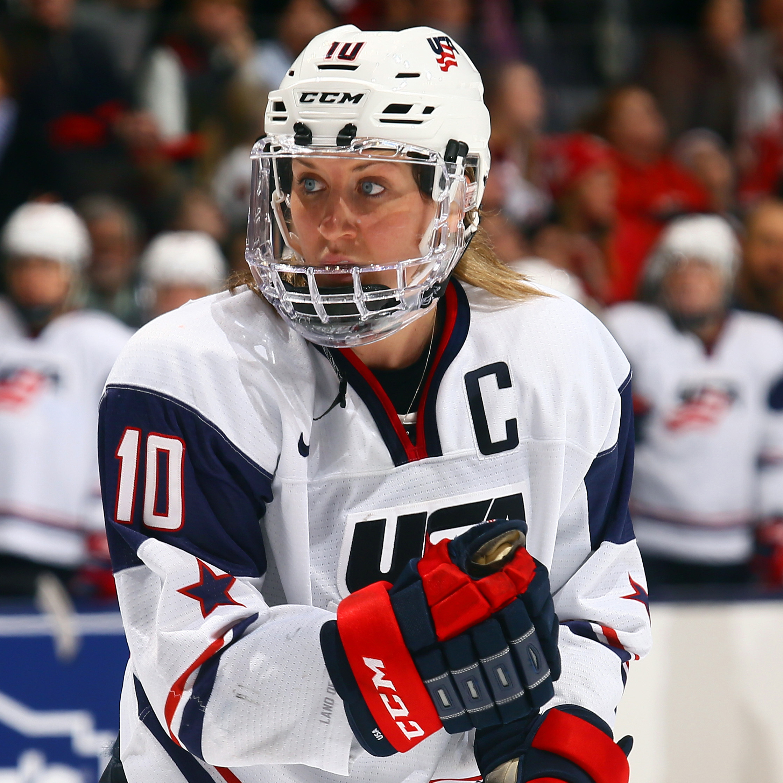 170329-meghan-duggan-ice-hockey-womens