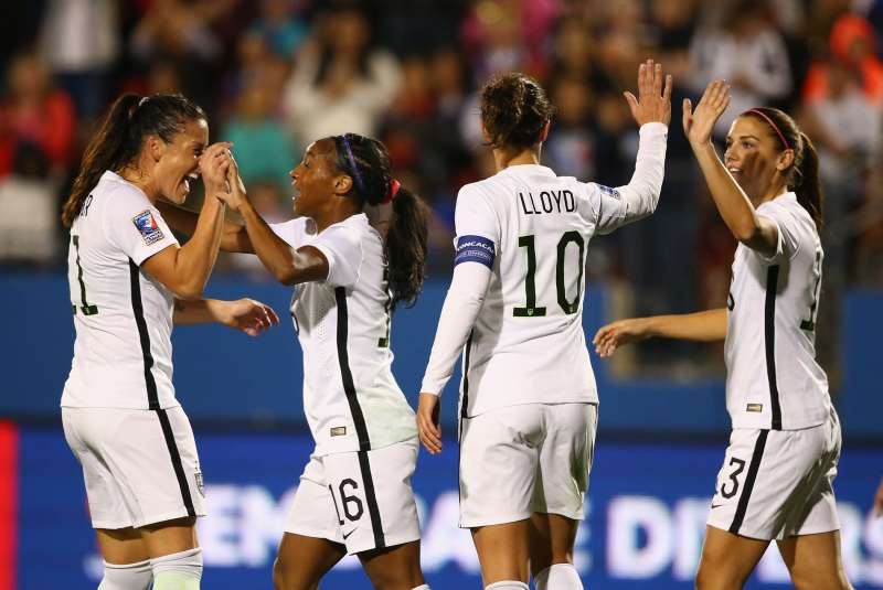 170404-us-womens-soccer-carli-lloyd-alex-morgan-pay