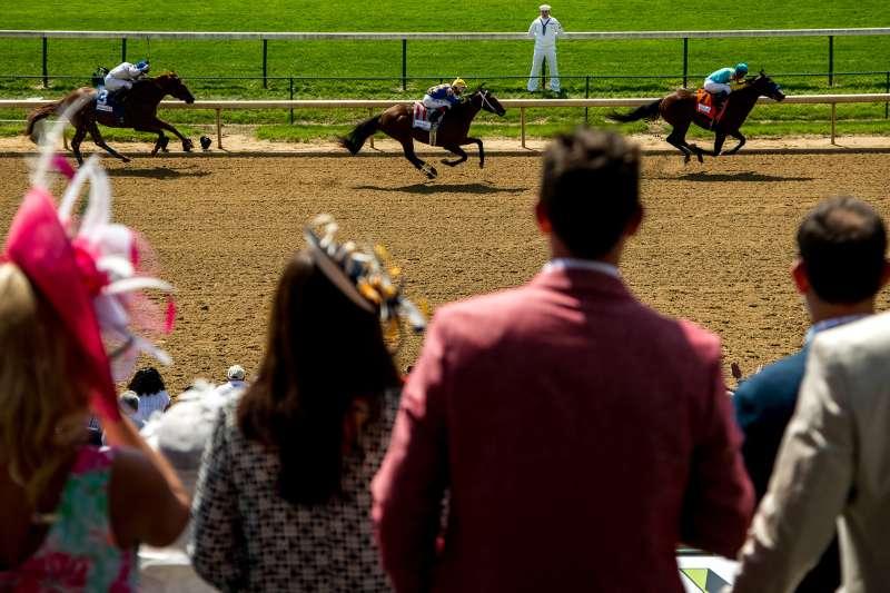 Fans watch an undercard race on Kentucky Derby Day on May 7, 2016 in Louisville, Kentucky.