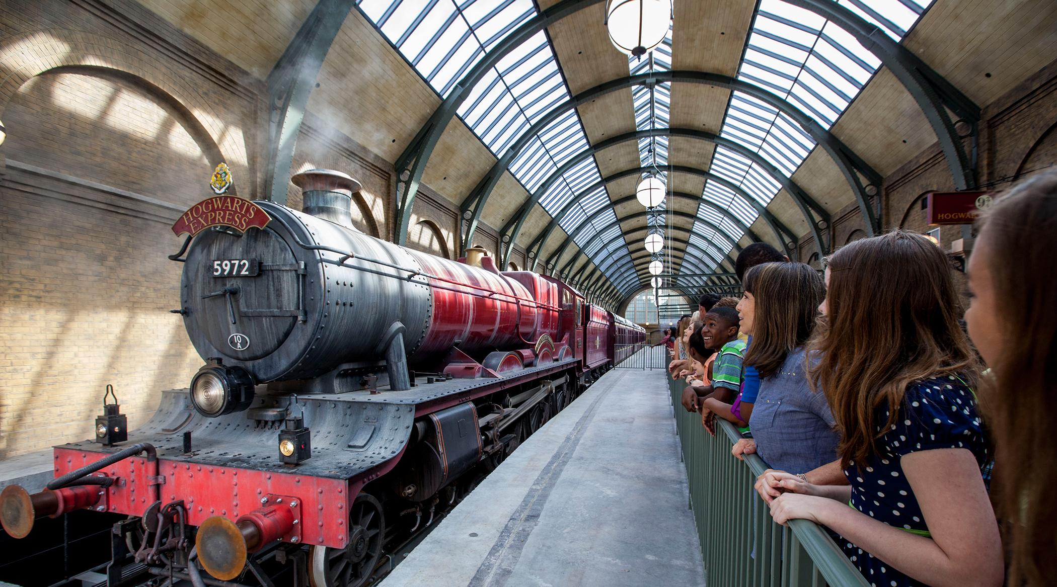 170518-universal-studios-wizarding-world-harry-potter-hogwarts-express