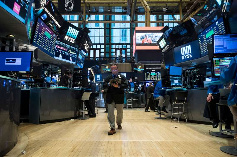 Dow Jumps Over 100 Points As Technology Shares See Continued Increase