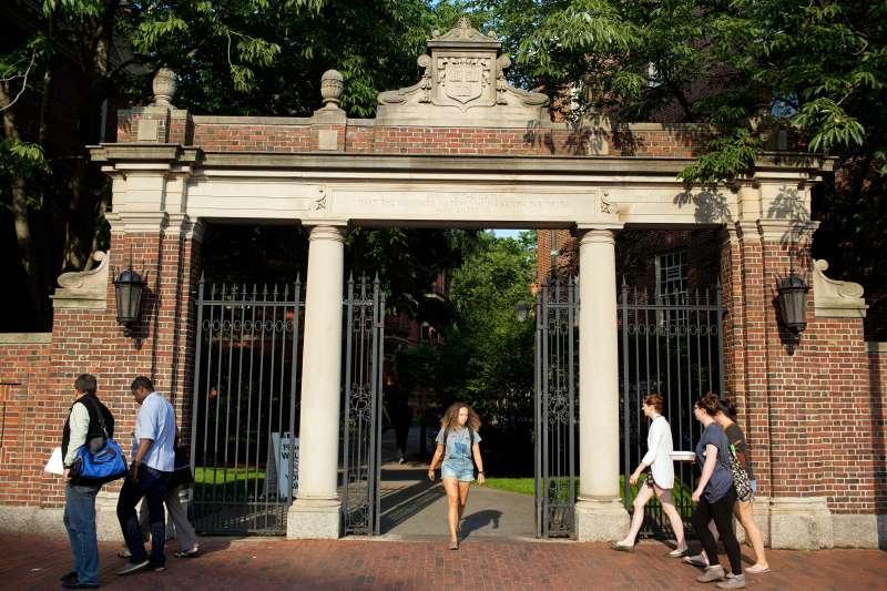 170819-kids-harvard-university-hold-back