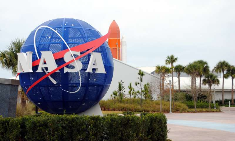Atlas 5 blasts off with Navy satellite from Cape Canaveral