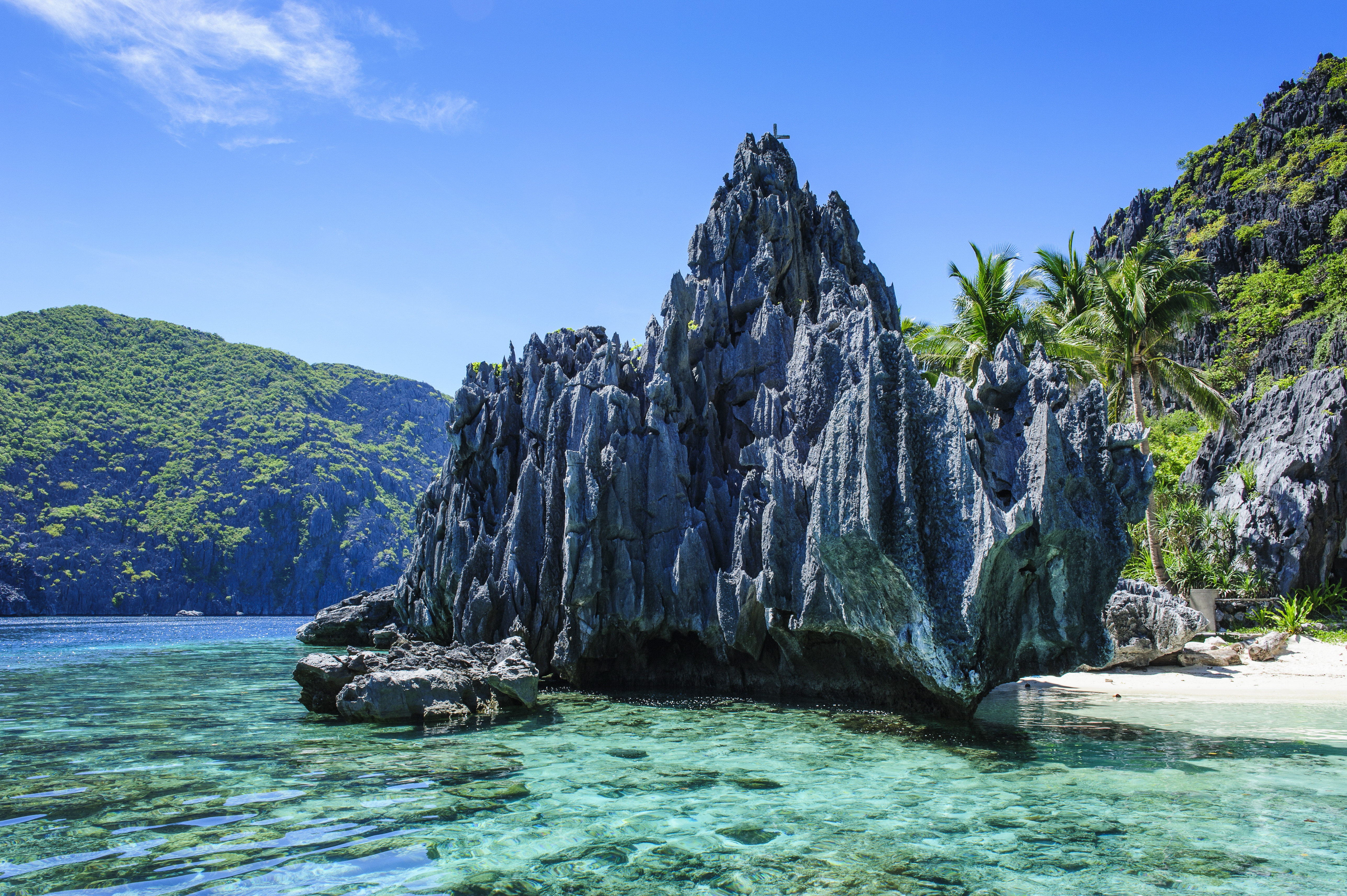 Little white beach and crystal clear water in the Bacuit archipelago, Palawan, Philippines, Southeast Asia, Asia