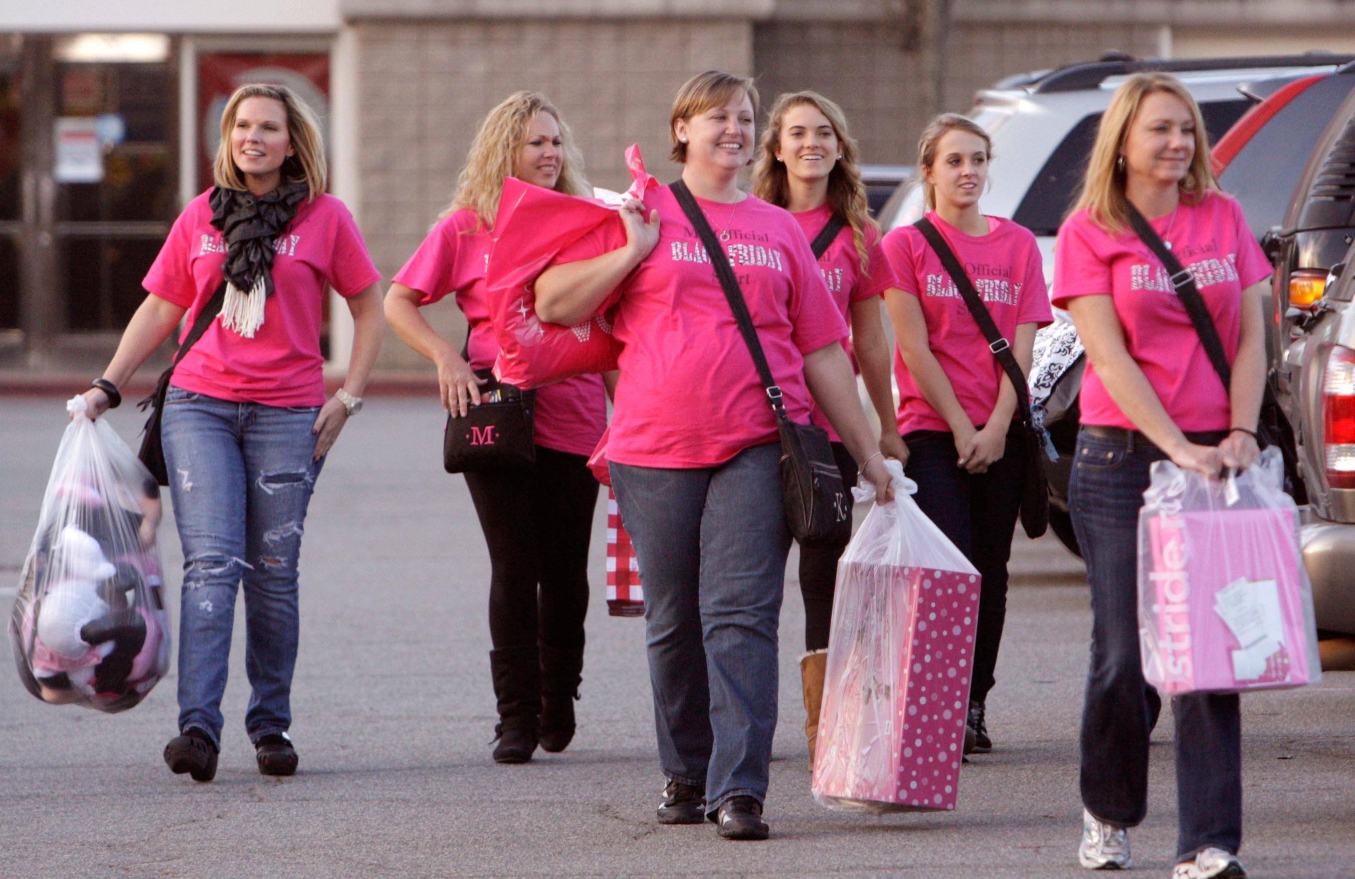 171122-black-friday-shopping-pink-shirts
