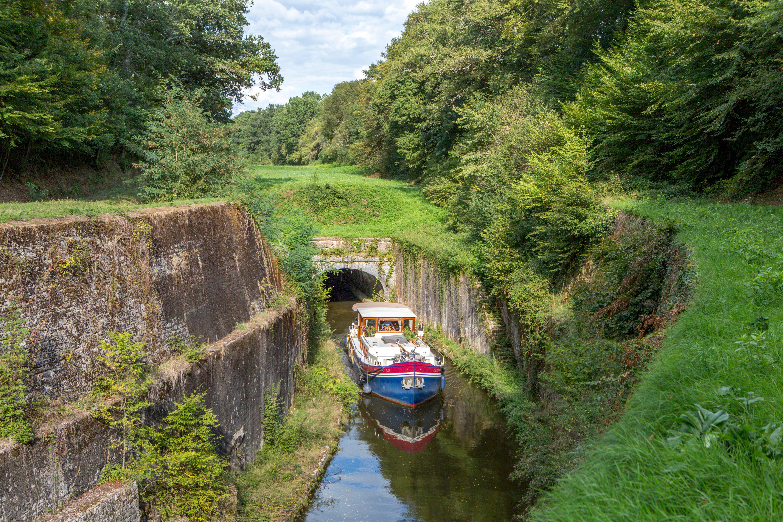 France, Nievre, the canal du Nivernais, tunnel of La Colancelle