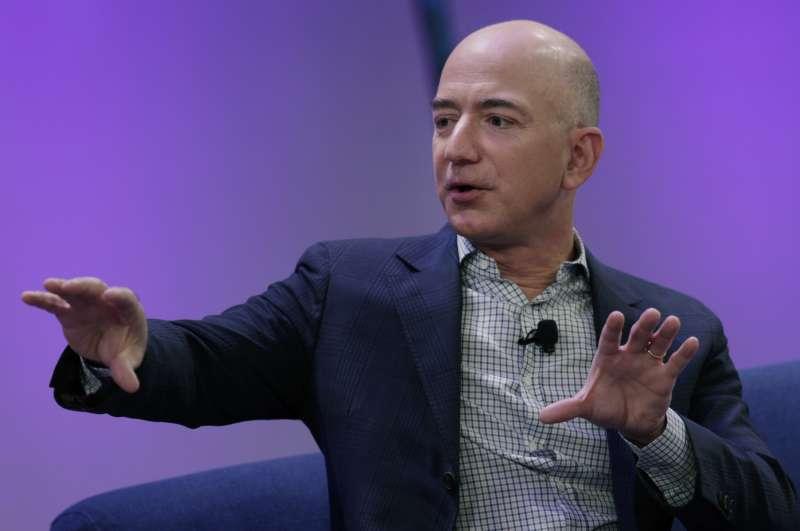 Bezos's Net Worth Tops $105 Billion as Amazon Climbs in New Year