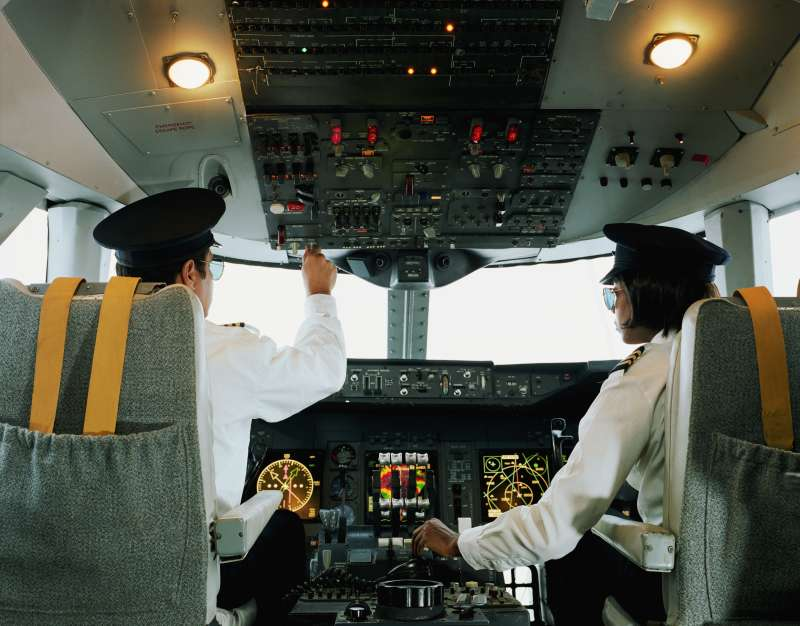 Male and female airline pilots