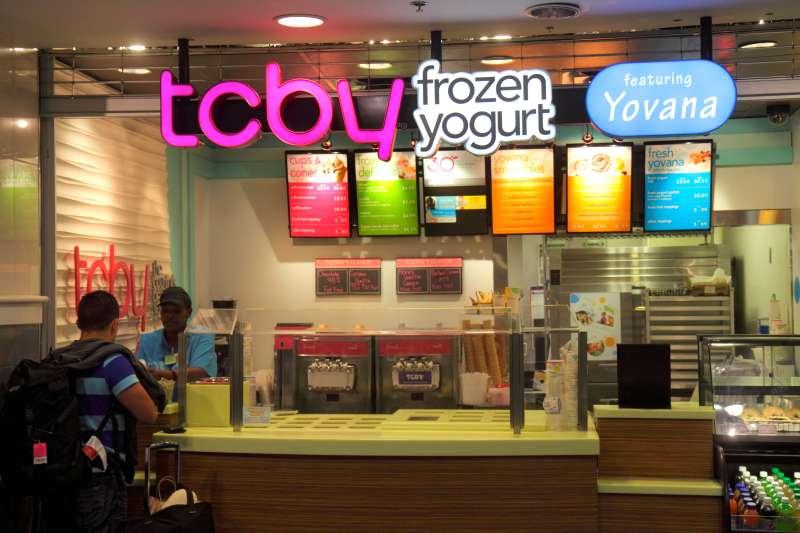 Charlotte North Carolina Charlotte Douglas International Airport CLT terminal concourse gate area TCBY Frozen Yogurt counter des