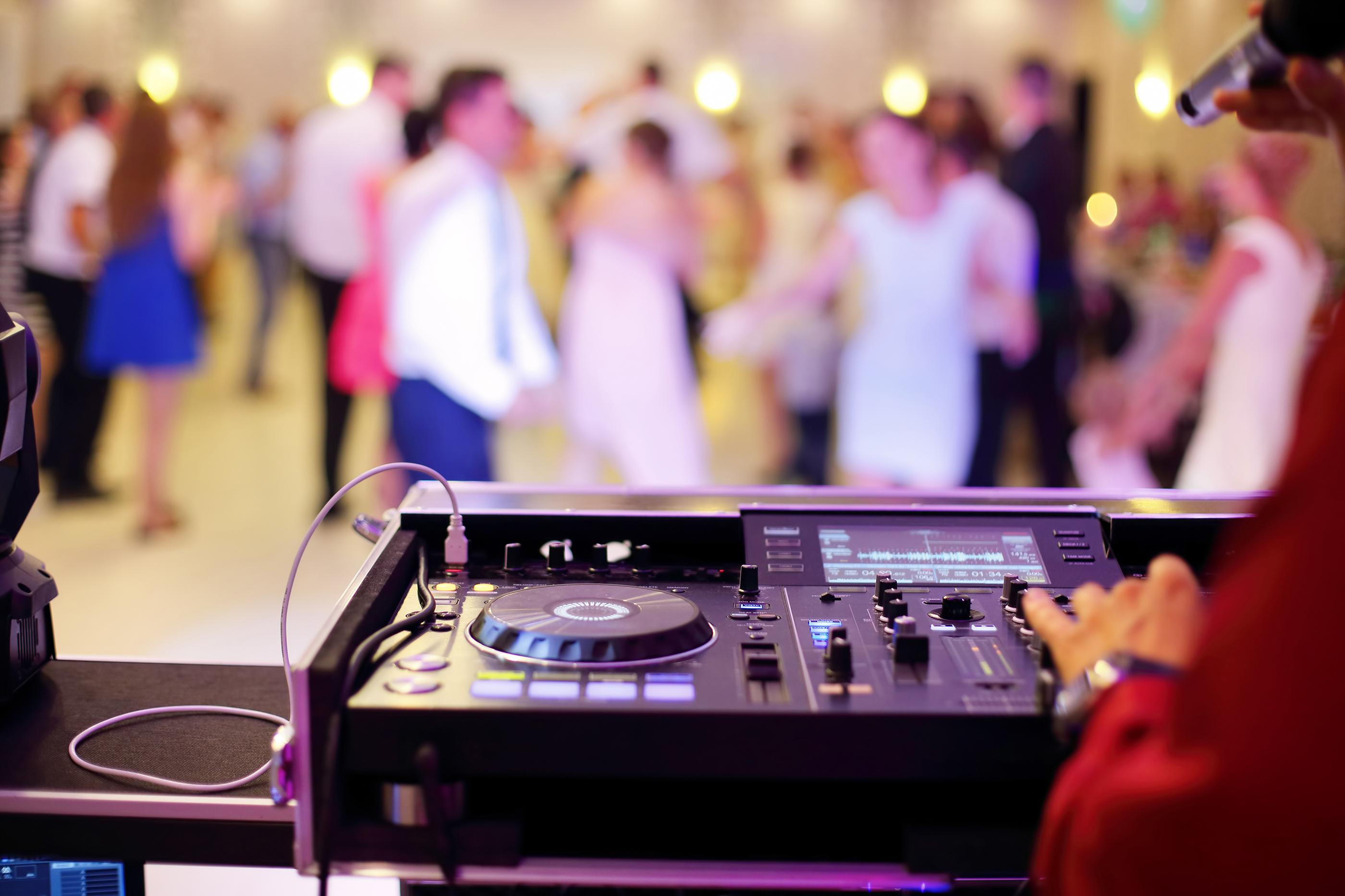wedding deejay